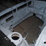 Motor ruimte opgekuist en in de grondverf geplaatst.